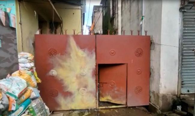 印度一议员住所遭3枚炸弹袭击 现场曝光