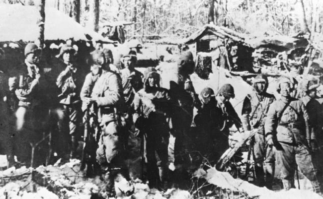 东北抗日联军的战士们整装准备出击(资料照片)。