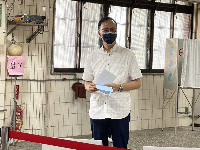 朱立伦当选中国国民党主席 就两岸关系路线表态