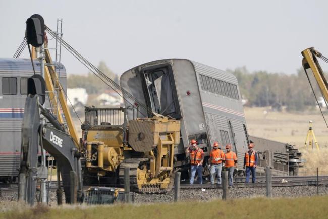 美火车脱轨事故已致3人死亡,超50人受伤
