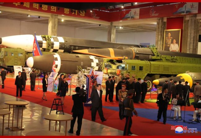 朝鲜举行国防展:洲际导弹 高超音速导弹等亮相