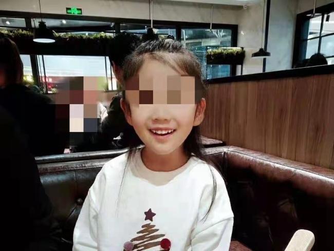 辽宁6岁女童受虐案宣判:生母获刑3年 生母男友获刑16年