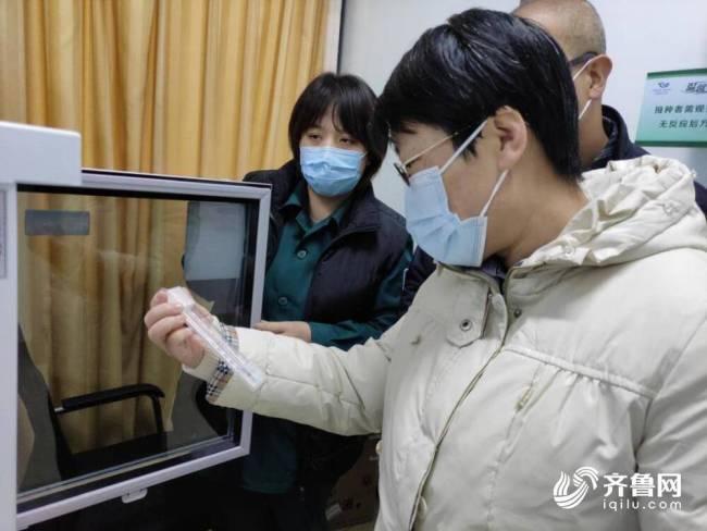 """山东省药监局局长采取""""四不两直""""方式检查新冠疫苗接种点和连锁药店"""
