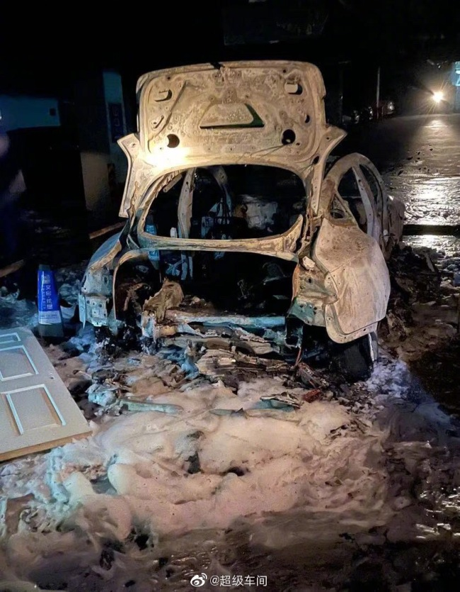 特斯拉回应Model 3起火:初步判断由车底发生碰撞引发