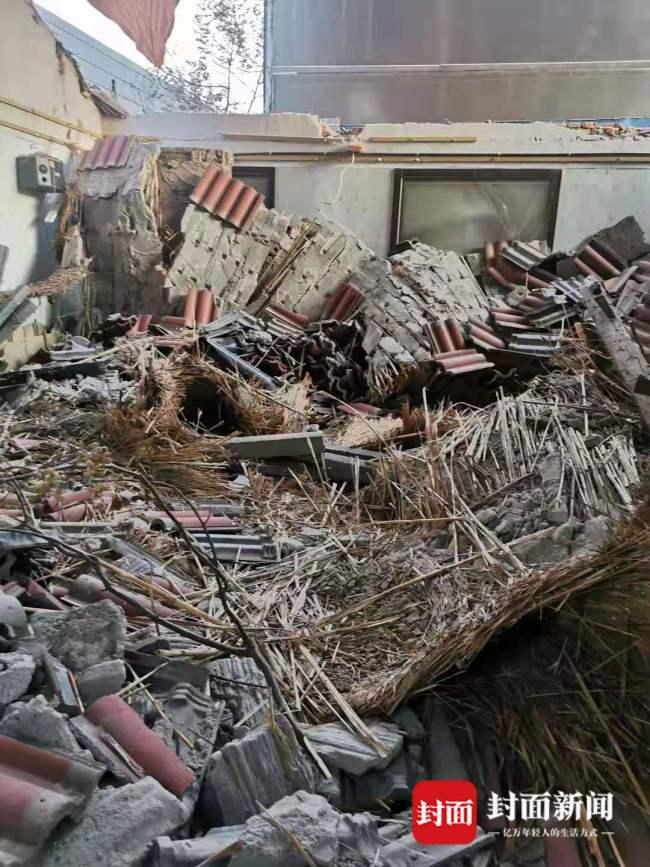 青岛平度福乐美食大院一包厢坍塌致1死4伤,同去两人因外出买东西逃过一劫