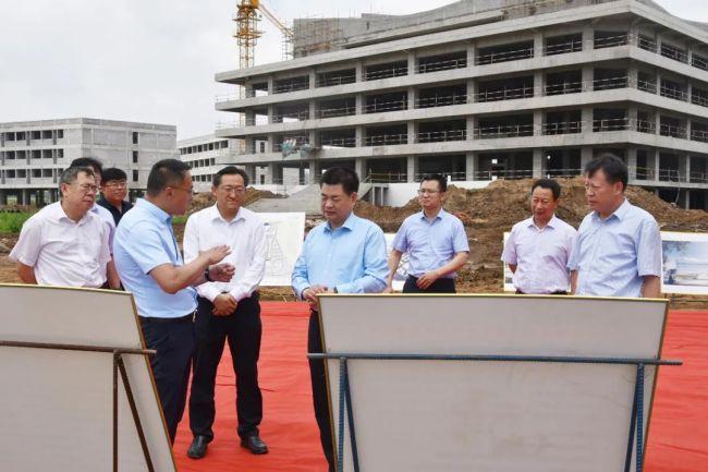 杨锡祥到青岛莱西经济开发区督导项目建设工作,走访联系企业