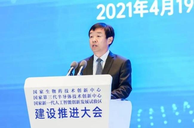 齐家滨任中组部部务委员,曾在山东任职30年