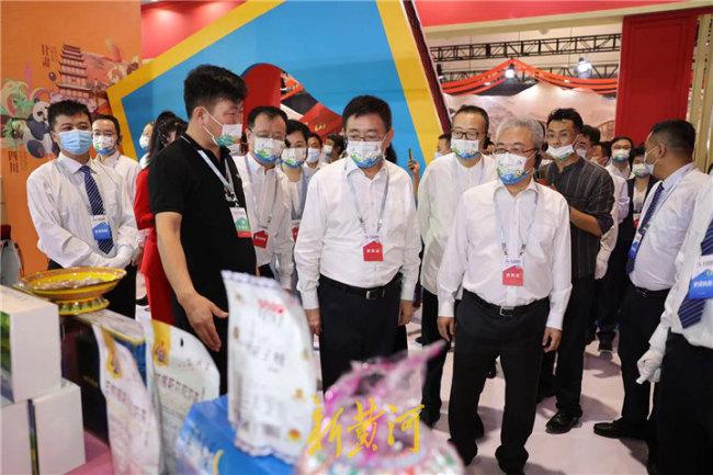 第二届中国国际文化旅游博览会在济南开幕,白玉刚参加活动