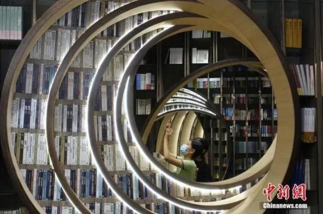 """别让书店仅成摆拍""""景点"""",内容为王才是关键"""