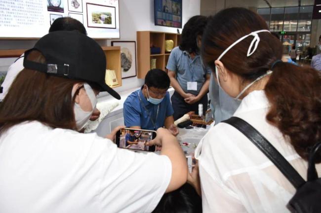 这就是山东·威海丨文登鲁绣亮相第十七届中国(深圳)文博会