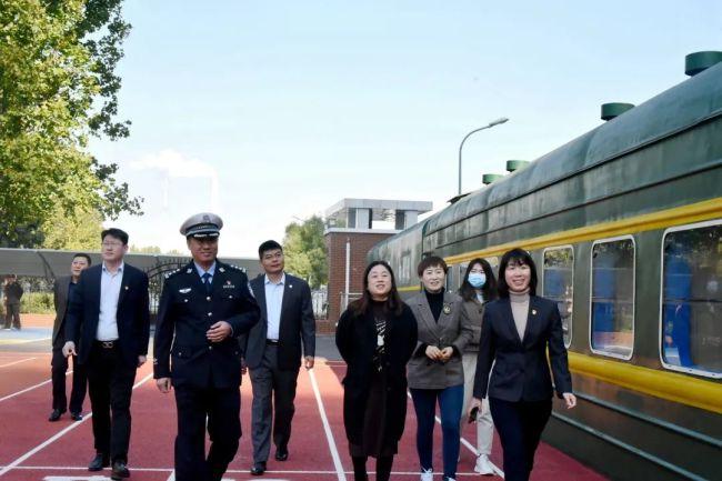 山东师范大学齐鲁实验学校开展纪念建队72周年主题队日系列活动