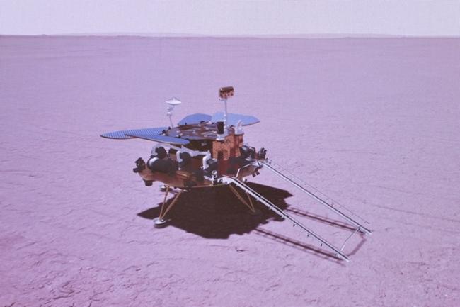 """火星探测器""""天问一号""""着陆火星表面模拟图。国家航天局张高翔摄"""