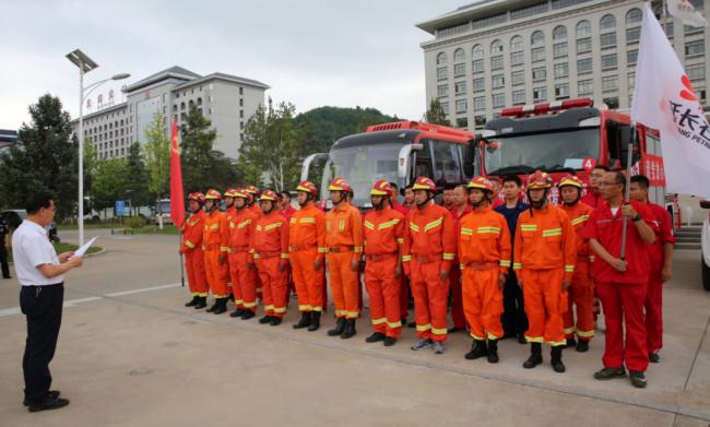 延长气田35名抢险突击队员连夜赶赴河南新乡抗洪救灾