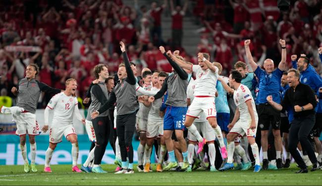 """比利时荷兰全胜出线,丹麦书写""""新童话"""""""