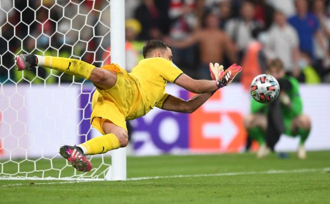 历史第二人!多纳鲁马被评为本届欧洲杯最佳球员