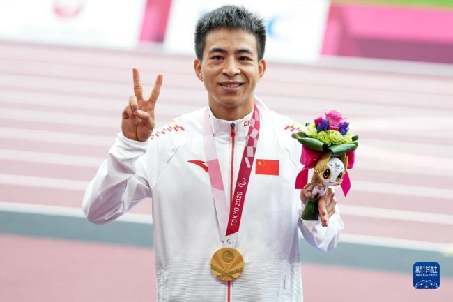 残奥会田径男子100米T36级:邓培程破残奥纪录夺冠
