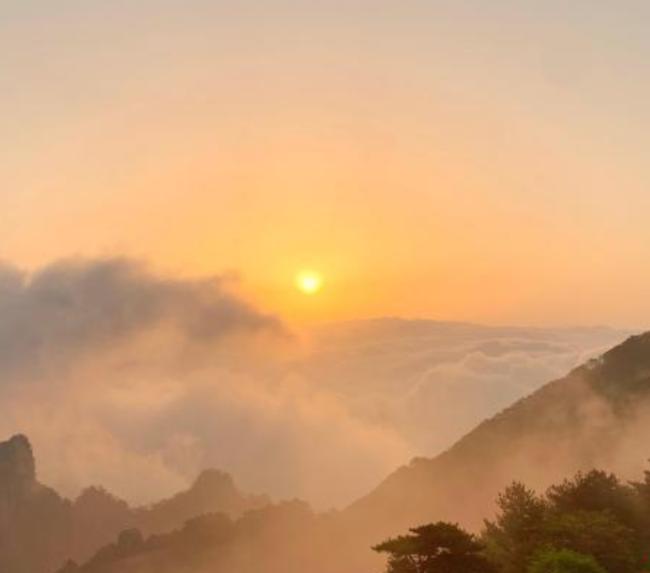 """""""五一""""假期首日 黄山风景区美景如画迎客1.4万人"""