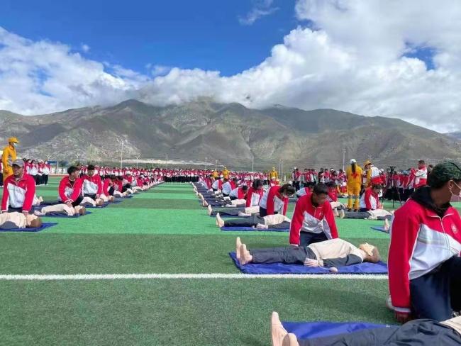 """西藏玖玖玖紧急救援中心开展""""应急救护进校园""""活动"""