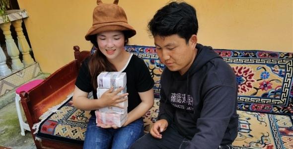 脱贫致富,察隅县自更村的藏香猪有了好出路