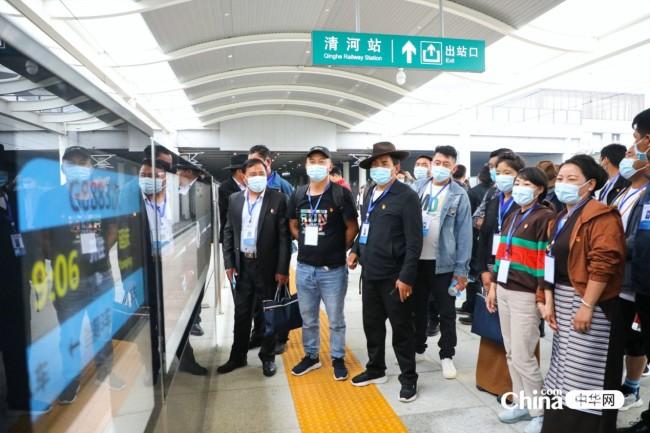 西藏基层干部赴京参观学习班学员参观詹天佑纪念馆