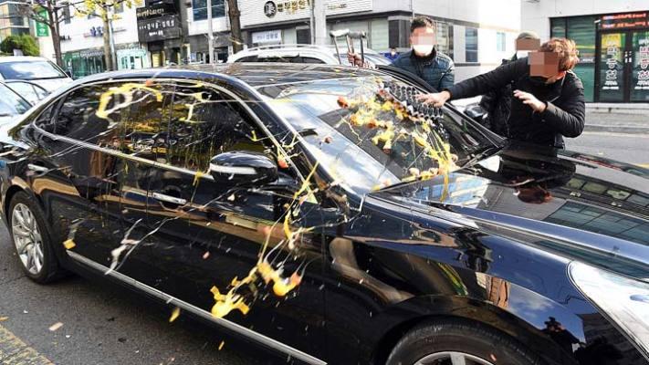 89岁韩国前总统全斗焕被判缓刑2年 汽车遭砸鸡蛋