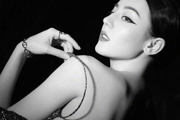 迪丽热巴裸背写真 异族少女的诱惑