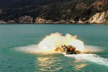 直击海上坦克实弹射击超燃现场