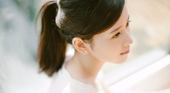 27岁章泽天清新靓丽
