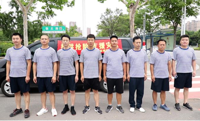 9名退伍兵自发奔赴郑州