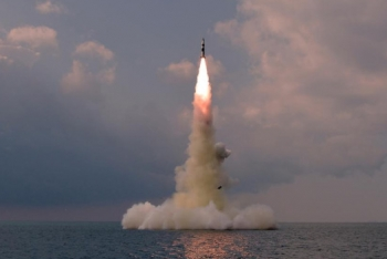 朝鲜试射新型潜射导弹